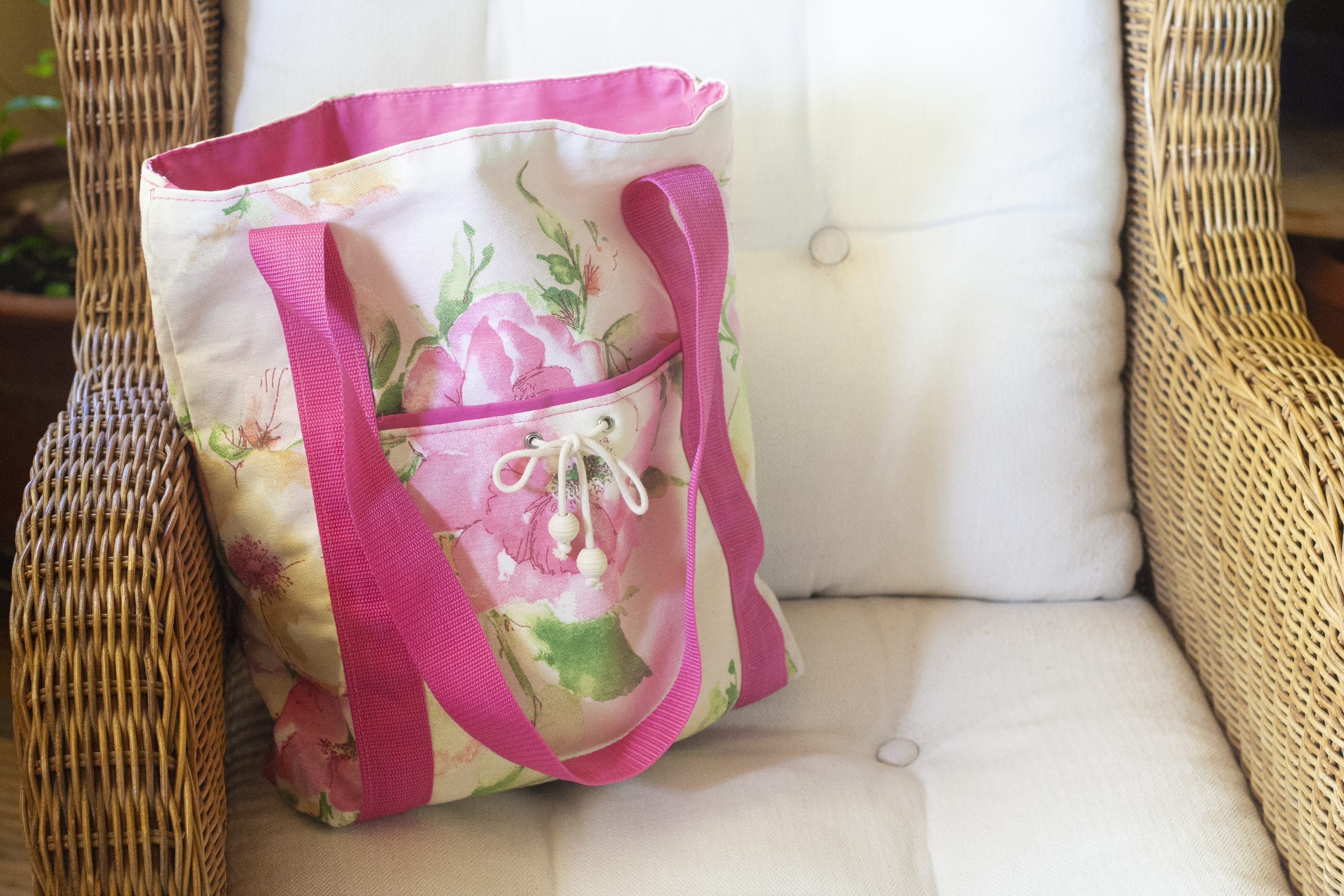 Shopper mit Rosenblüten